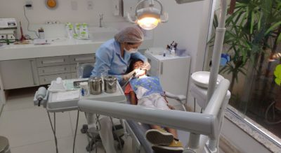 dentist 2264144 1280 iloveimg compressed 400x219 - Clinica dental fuentes